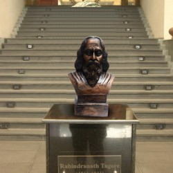 Rabindranath Tagore Statue in Dark Metallic Color